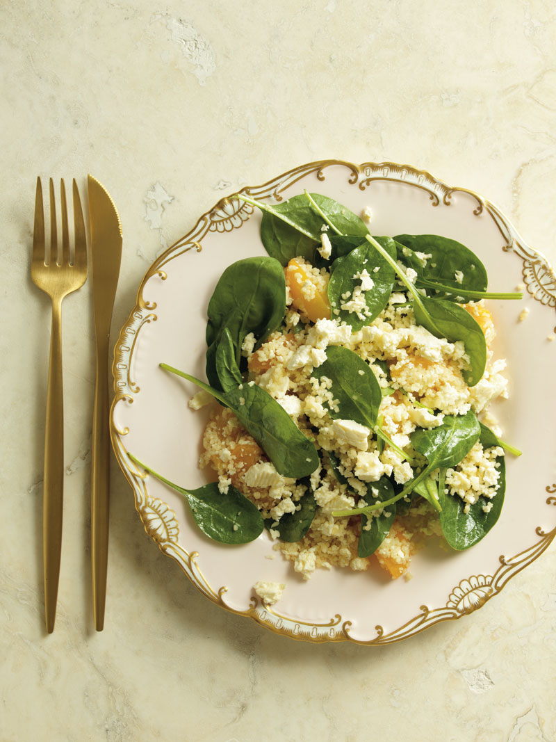 Couscous' peach and  baby spinach salad
