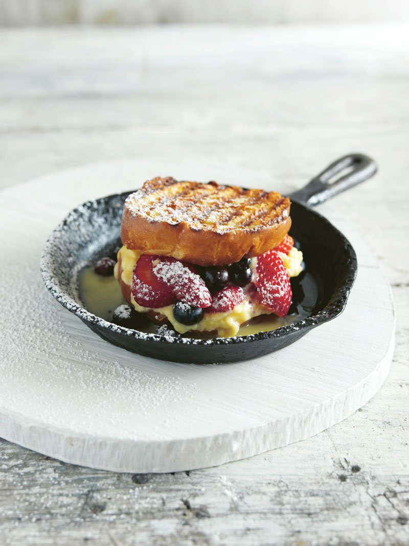 Grilled cheese sandwich with mascarpone and berries