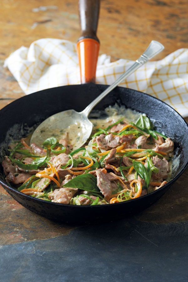 Pork fillet stir-fry with green chilli paste and coconut milk